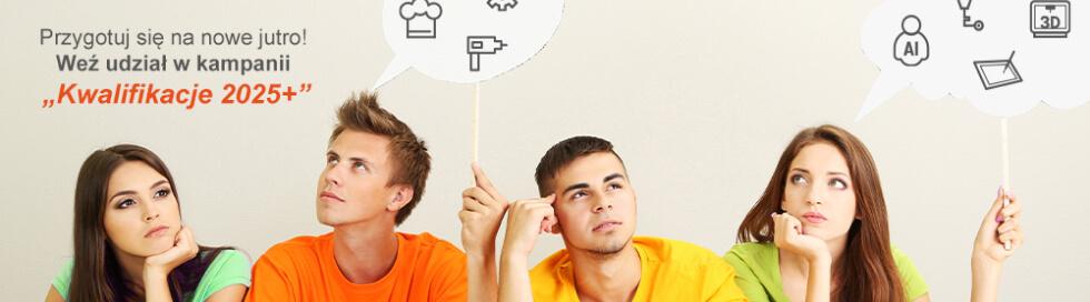 Baner przedstawiający czworo studentów rozważających kampanię Kwalifikacje 2025