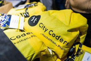 Fotografia gadżetów promocyjnych City Coders Hackaton Płock